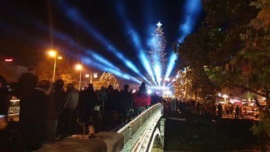 Photo of Τρίκαλα: Άναψε το τεράστιο χριστουγεννιάτικο δέντρο! video, pics