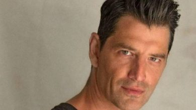 Photo of Σάκης Ρουβάς | Ακούστε τον να διασκευάζει τα «Στερεότυπα» της Δήμητρας Γαλάνη!