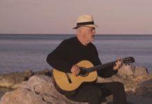 Photo of Ντέιβιντ Γκίλμορ: Ο εμβληματικός frontman των Pink Floyd ερμηνεύει νέο τραγούδι στην Ύδρα