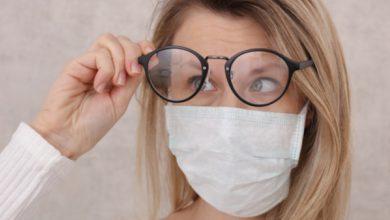 Photo of Πώς να φοράτε μάσκα προσώπου χωρίς να θολώνετε τα γυαλιά σας