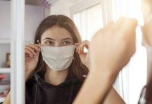 Photo of Πώς φοράς και πώς πλένεις σωστά μια μάσκα προσώπου